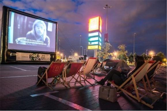 """""""Tajemnica Filomeny"""" w kinie samochodowym Portu Łódź"""